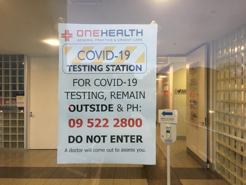 Arzt Praxis für Covid Test Info Zettel