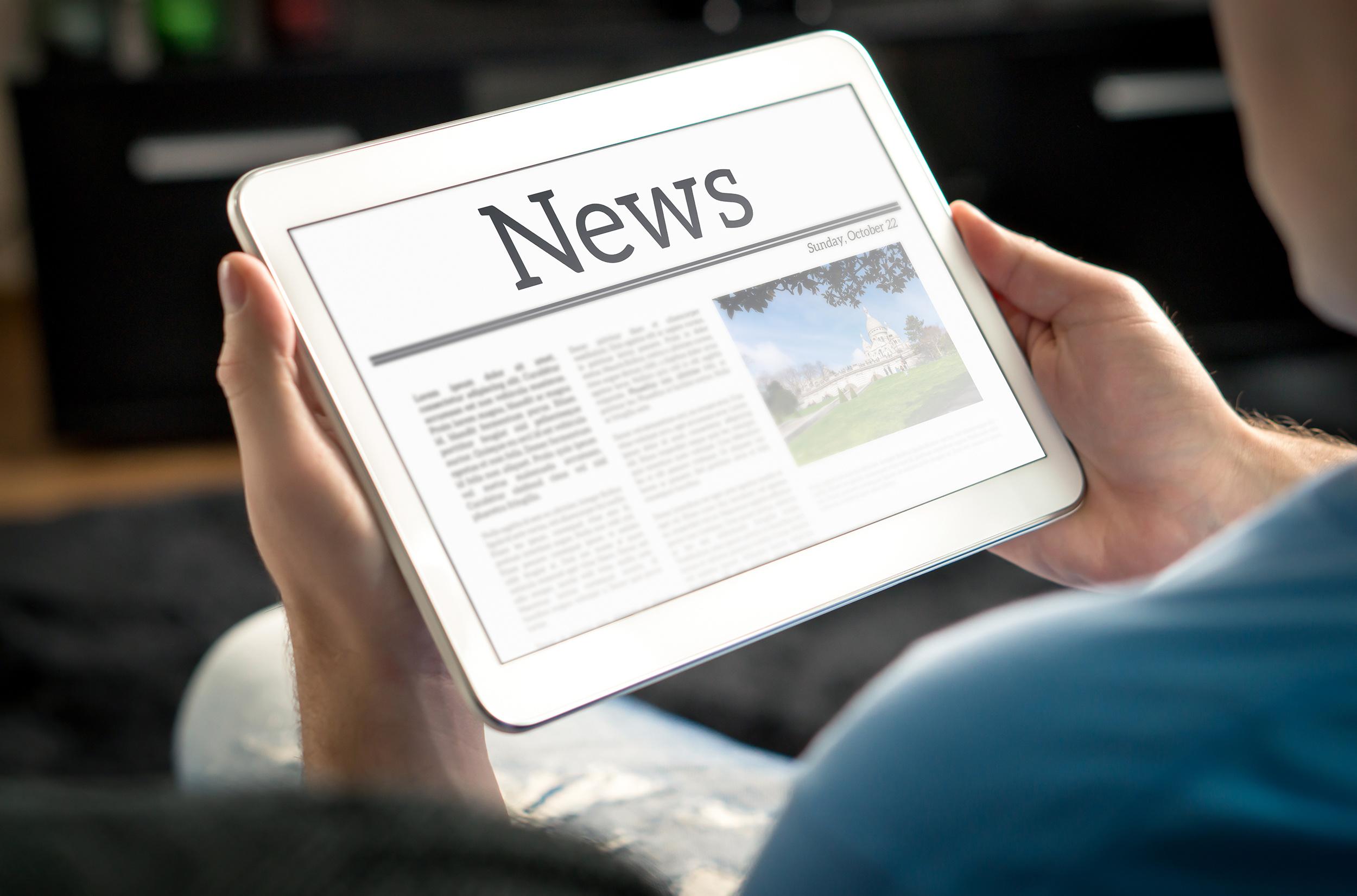 Man liest Zeitung mit News